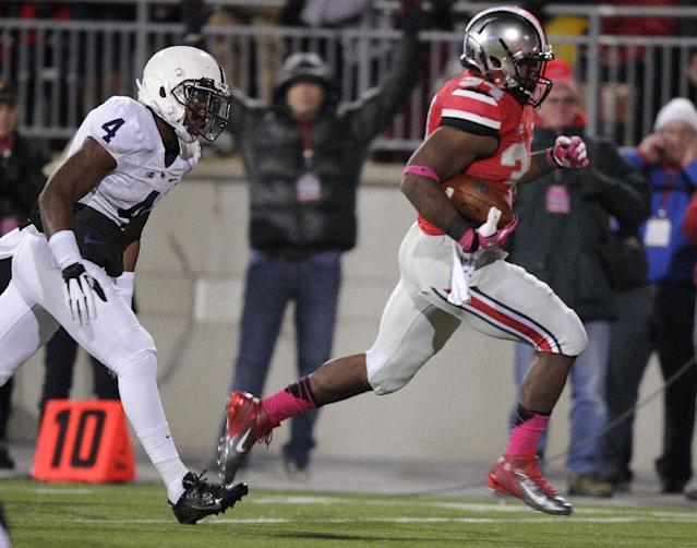 Ohio State running back Carlos Hyde, right, outruns Penn State safety Adrian Amos on his way to scoring a touchdown during the second quarter of an NCAA college football game Saturday, Oct. 26, 2013, in Columbus, Ohio. (AP Photo/Jay LaPrete)