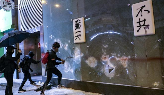 HSBC Mong Kok branch is vandalised by protesters on Nathan Road. Photo: May Tse