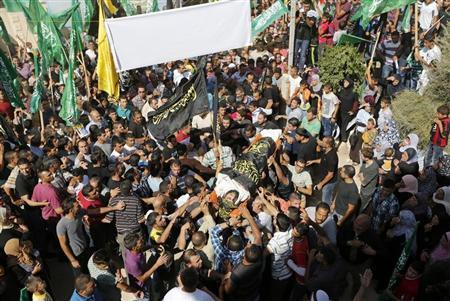 Palestinians hold Hamas and Islamic Jihad flags during the funeral of Mohammed Assi in the West Bank village of Beit Liqiya near Ramallah October 23, 2013. REUTERS/Mohamad Torokman