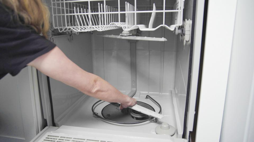 How to make your dishwasher stink-free?