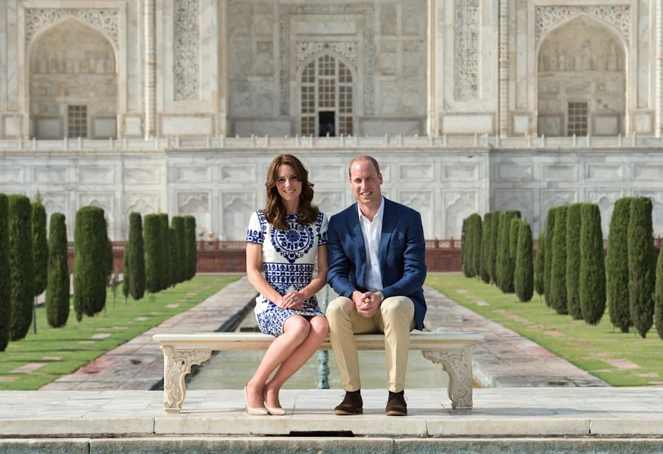 AGRA, INDIA - APRIL 16:  Prince William, Duke of Cambridge and Catherine, Duchess of Cambridge pose in front of the Taj Mahal on April 16, 2016 in Agra, India.  (Photo by Samir Hussein/WireImage)