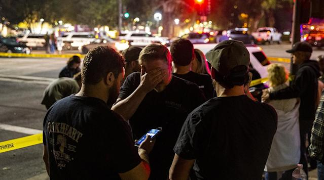 Los Angeles teams offered thoughts and prayers to the Thousand Oaks community after a gunman opened fired Wednesday night, killing 12 people in a Southern California country bar.