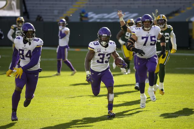 Cook S 4 Tds Help Vikings Knock Off Packers 28 22
