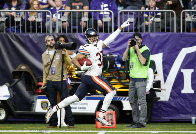 <p>Chicago Bears cornerback Bryce Callahan returns a punt 59-yards for a touchdown during the first half of an NFL football game against the Minnesota Vikings, Sunday, Dec. 31, 2017, in Minneapolis. (AP Photo/Bruce Kluckhohn) </p>