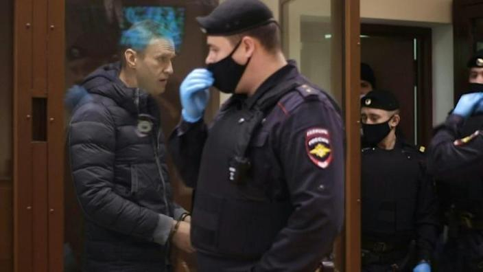 Navalny back in Moscow court on defamation charges