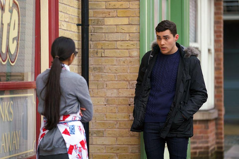 <p>He asks Asha to hear him out after their recent split.</p>