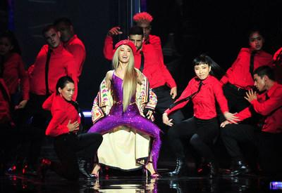 Jolin Tsai performed with 32 dancers on a mesmerizing stage.