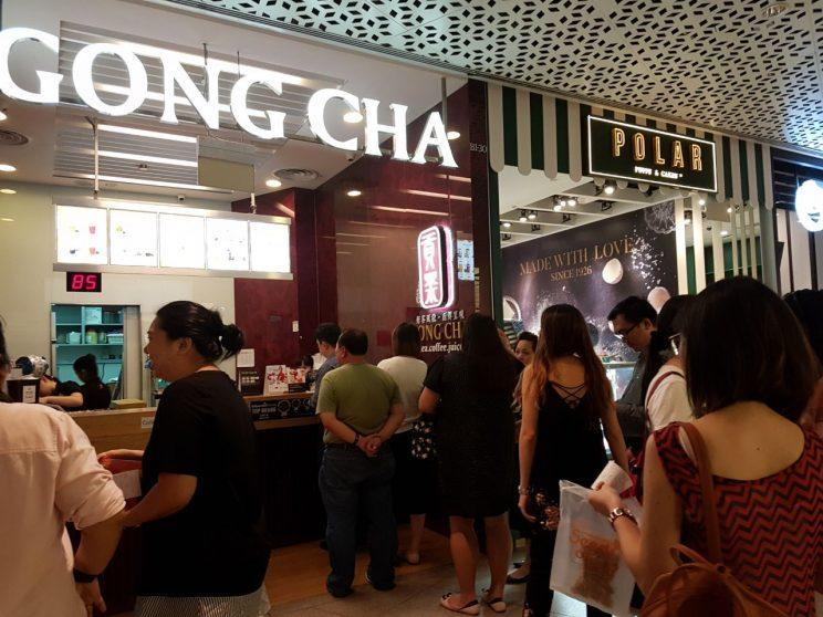Gong Cha fans queue up at one of the brand's few remaining stores in JEM to get their bubble tea before operations cease on 5 June 2017. (Photo: Audrey Kang/Yahoo Singapore)