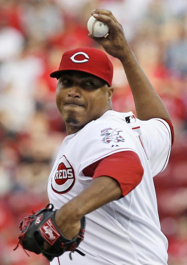 Cincinnati Reds starting pitcher Alfredo Simon throws against the Colorado Rockies in the first inning of a baseball game on Saturday, May 10, 2014, in Cincinnati. (AP Photo/Al Behrman)