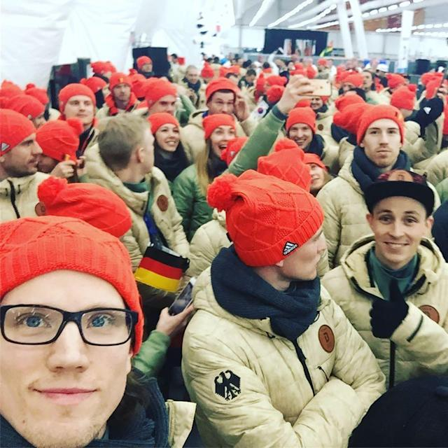 <p>cehrhoff: Gleich gehts los! #pyeongchang2018 (Photo via Instagram/cehrhoff) </p>