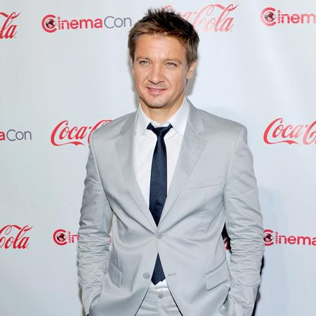 Jeremy Renner: I'd sell testicle for movie