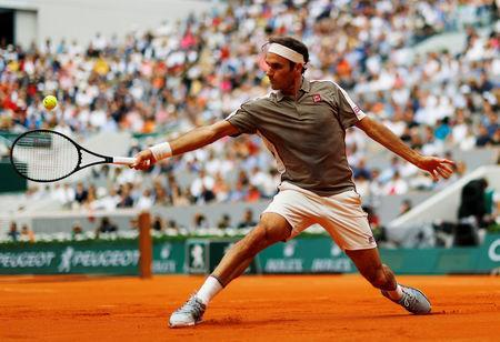 Tennis - French Open - Roland Garros, Paris, France - May 26, 2019 Switzerland's Roger Federer in action during his first round match against Italy's Lorenzo Sonego REUTERS/Kai Pfaffenbach