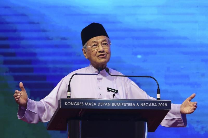 Mahathir said that the punishment meted out by the Terengganu Shariah Court on the two women for a first time offence had tarnished the religion. — Picture by Yusof Mat Isa