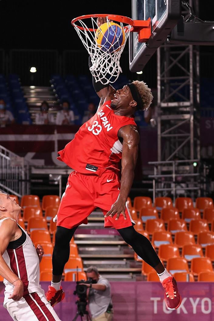 <p>Ira Brown of Japan dunks the ball in the 3x3 basketball competition at Aomi Urban Sports Park.</p>
