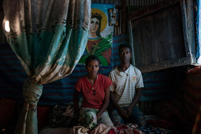 """<p>Abebe Sete (22) and Esiet Kassa (18) in Gindero, Amhara, Ethiopia in October 2016.<br> They married a year and half ago. They decided to do so, after running away from home to Addis Abeba, Ethiopia's capital, because their families wanted them to marry """"candidates"""" they decided for them. After 8 months in Addis Abeba, they married and returned home. (Photo: José Colón/MeMo) </p>"""