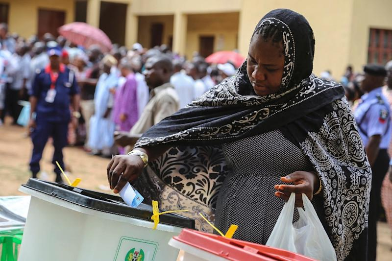 A woman casts her ballot at a polling station in Abuja on March 28, 2015 during presidential elections (AFP Photo/)