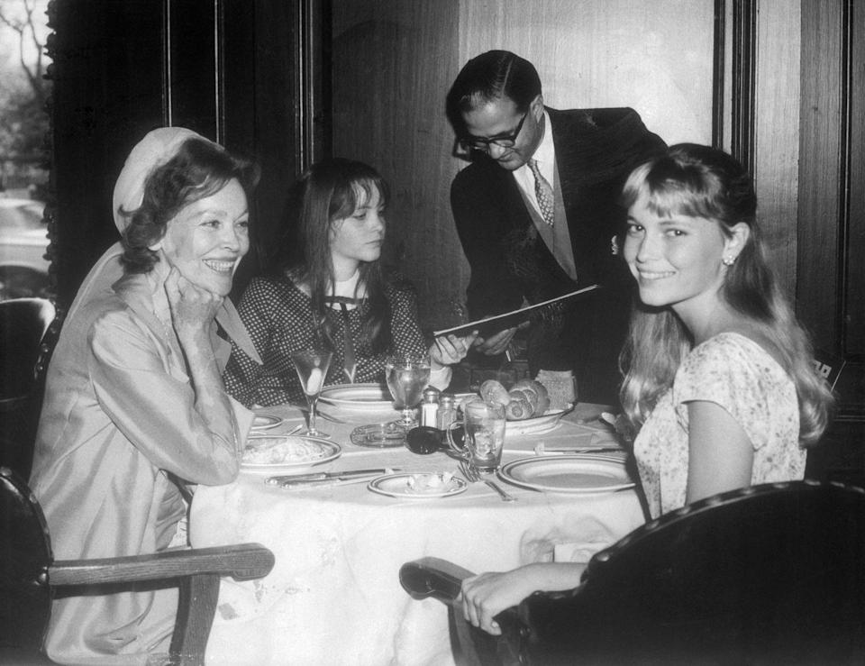 <p>Farrow at lunch with her mother and younger sister in New York City. The actress was getting lots of press attention as her relationship with Sinatra unfolded. </p>