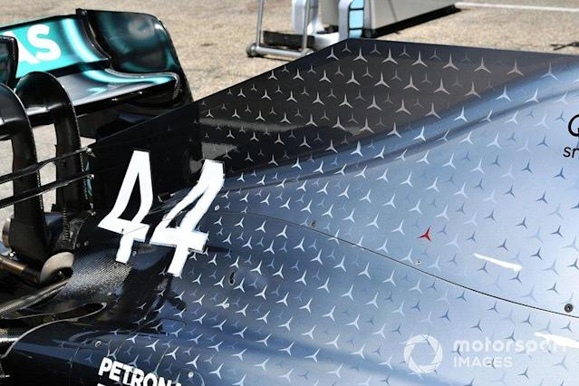 """Niki Lauda red 3-pointed star tribute on the Mercedes AMG F1 W10 <span class=""""copyright"""">Mark Sutton / Motorsport Images</span>"""
