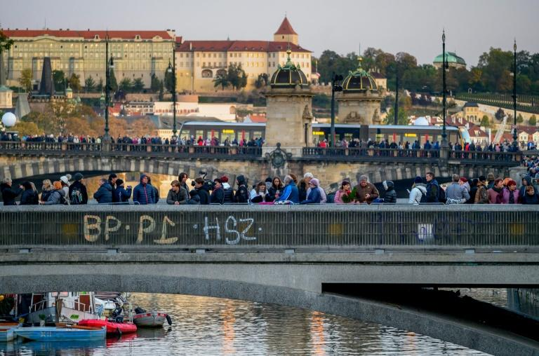 The first mourners arrived at the Zofin palace on an island in central Prague on Thursday afternoon and stayed the night