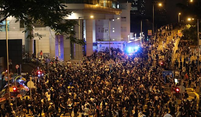 Extradition bill protesters lay siege to police headquarters in Wan Chai on June 26. Photo: Dickson Lee