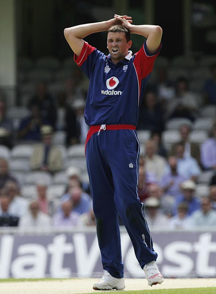 LONDON - JUNE 20:  Steve Harmison of England looks frustrated at not taking a wicket during the second Natwest One Day International match between England and Sri Lanka at The Brit Oval on June 20, 2006 in London, England.  (Photo by Paul Gilham/Getty Images)