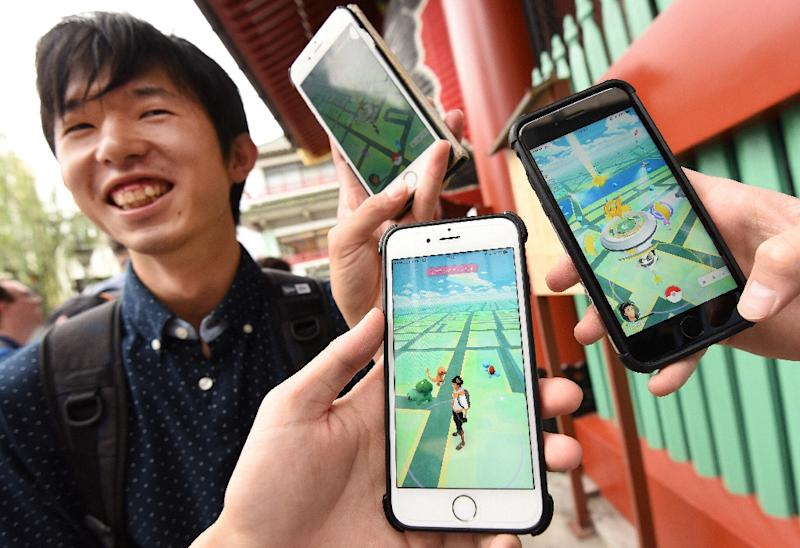 Japanese students display their phones as they play Nintendo's Pokemon Go game on their mobiles in Tokyo (AFP Photo/Toru Yamanaka)