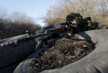 A Pro-Russian separatist poses at a checkpoint near the village of Hrabove (Grabovo) in Donetsk region, eastern Ukraine November 20, 2014. REUTERS/Antonio Bronic