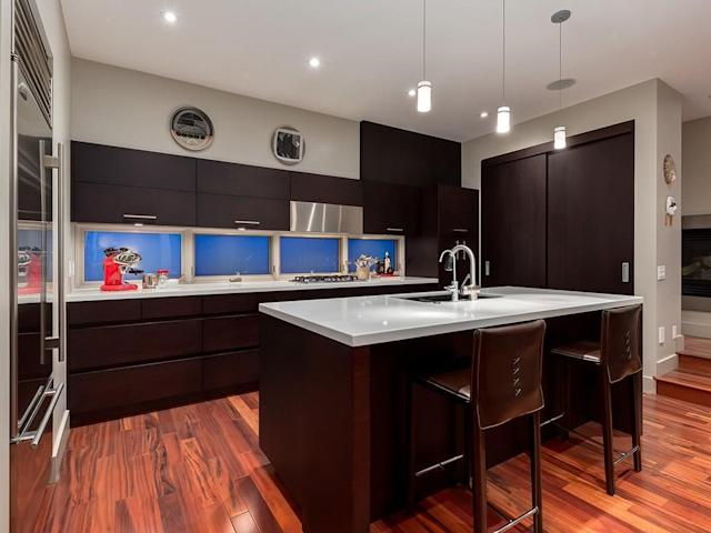 <p><span>2305 3 Avenue NW, Calgary, Alta.</span><br> The kitchen has a gas range, large pantry and an upgraded appliance package.(Photo: Zoocasa) </p>