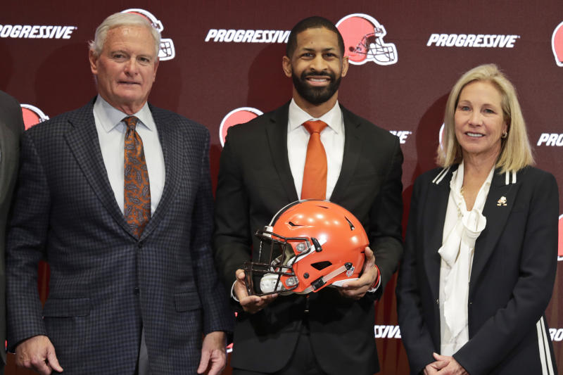 Cleveland Browns general manager Andrew Berry, center, poses for a photo with owners Jimmy Haslam, left, and Dee Haslam. (AP Photo/Tony Dejak)