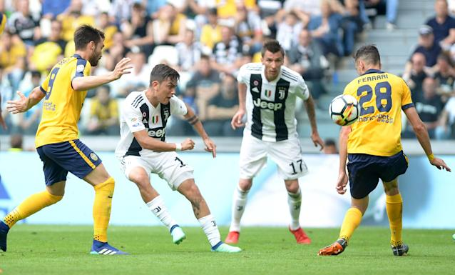 Soccer Football - Serie A - Juventus vs Hellas Verona - Allianz Stadium, Turin, Italy - May 19, 2018 Juventus' Paulo Dybala in action with Hellas Verona's Alex Ferrari REUTERS/Massimo Pinca