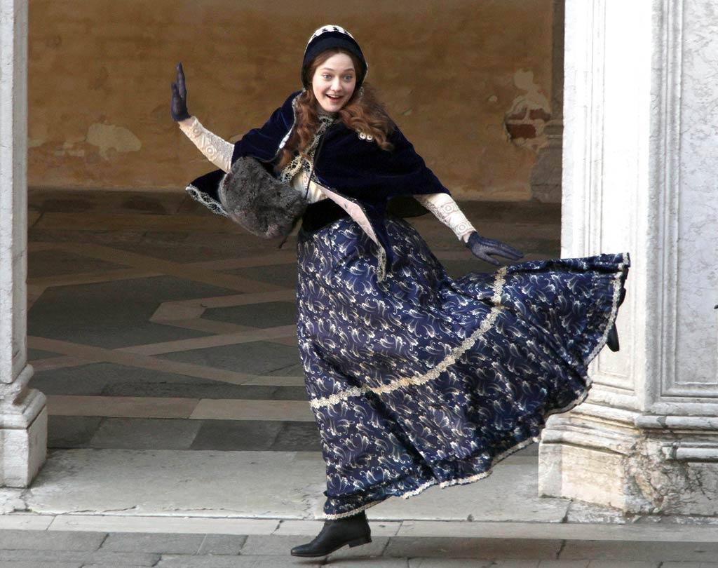 "She may only be 17, but Dakota Fanning is taking on a very grown-up role as the title character in the upcoming film ""Effie,"" about a teen bride caught in a love triangle with her husband and an artist. On Wednesday, Dakota took a break from all that adult behavior on the set in Venice, Italy. (11/30/2011)"