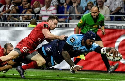 Fijian winger Nemani Nadolo scored the first of Montpellier's four tries as they romped to victory in the Top 14 semifinal