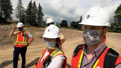 Chandos Construction employees wearing masks during a site walk-through. (CNW Group/Chandos Construction Ltd.)