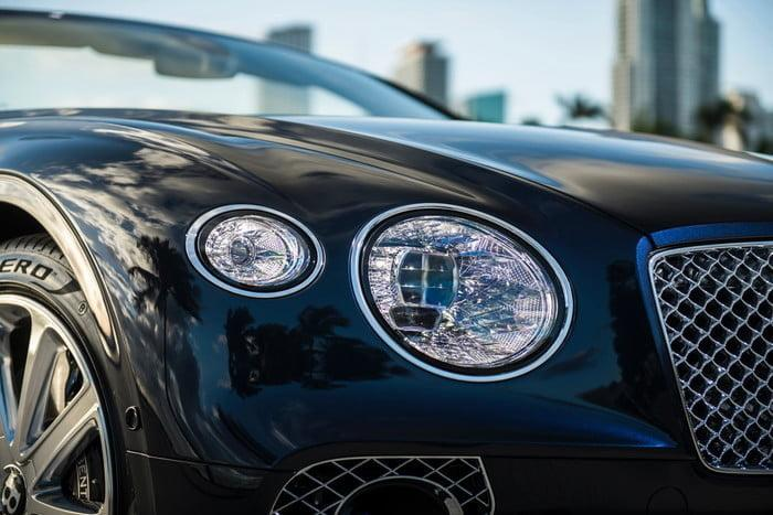 bentley continental gt v8 convertible 11 700x467 c