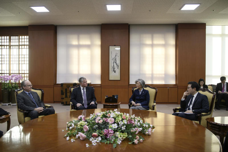 U.S. Special Representative for North Korea Stephen Beigun, second from left, talks with South Korean Foreign Minister Kang Kyung-wha, third from left, during their meeting at Foreign Ministry in Seoul Saturday, Feb. 9, 2019. Beigun returned from three days of talks in Pyongyang, North Korea, before the second summit between U.S. President Donald Trump and North Korean leader Kim Jong Un in Vietnam later this month. (Ed Jones/Pool Photo via AP)