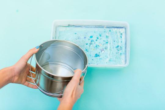 <p>As you can see, we've marbled in the container before. Add water until it is about two inches from the top of the container.</p>
