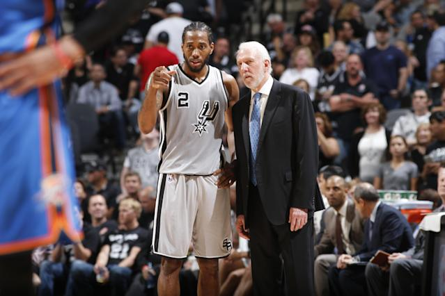 "<a class=""link rapid-noclick-resp"" href=""/nba/players/4896/"" data-ylk=""slk:Kawhi Leonard"">Kawhi Leonard</a> and Gregg Popovich confer during a game in 2016. (Getty)"