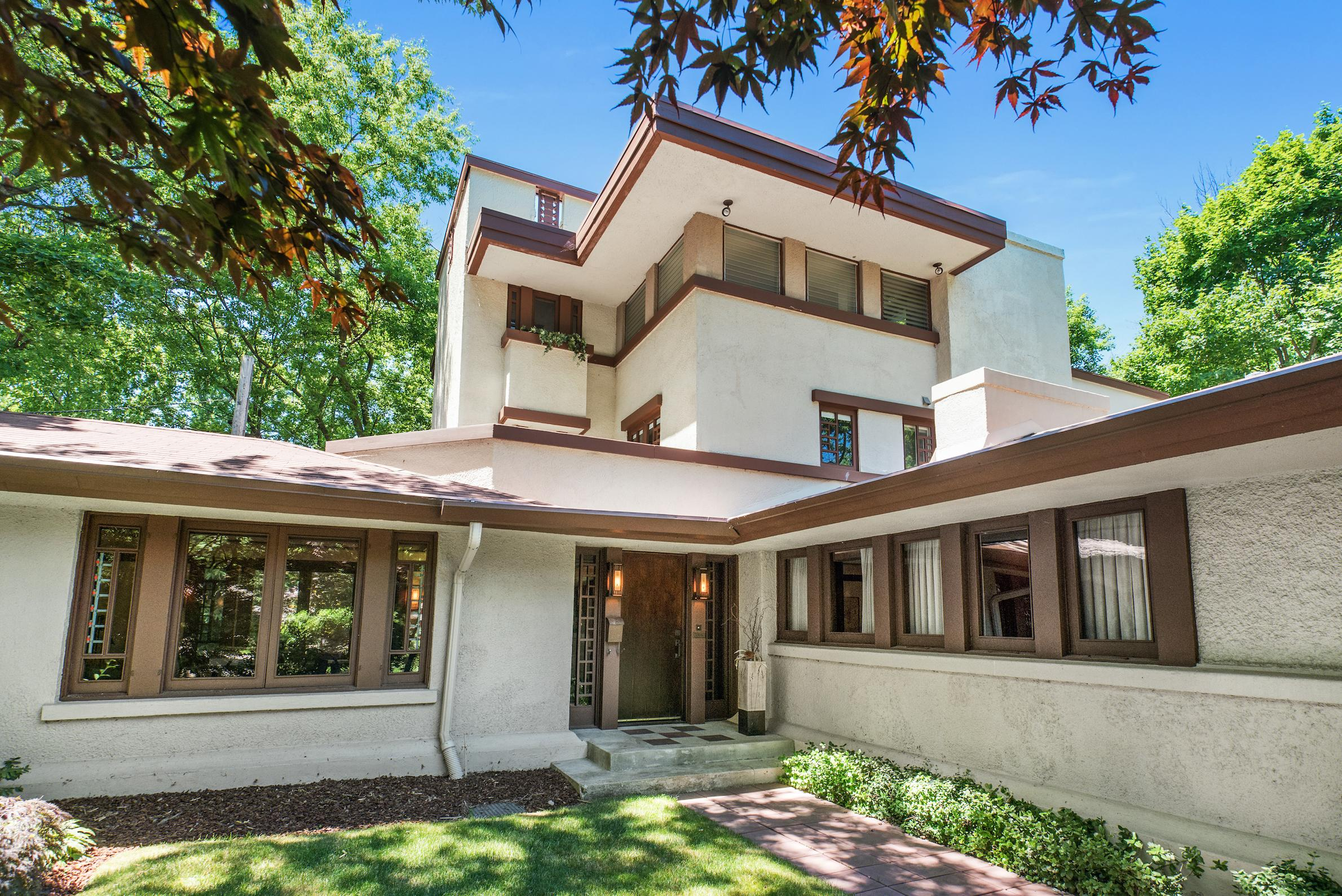 5 frank lloyd wright houses for sale right now for Frank lloyd wright stile prateria