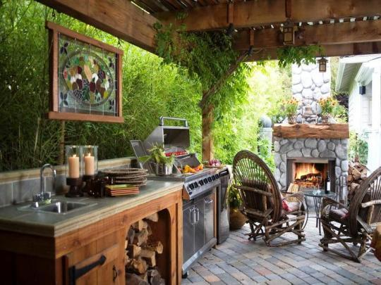 16 Chic Outdoor Kitchens Serving Up Nothing But Backyard Envy
