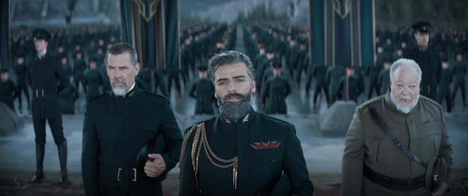Gurney Halleck, Duke Leto, and Thufir Hawat in front of the Atreides troops