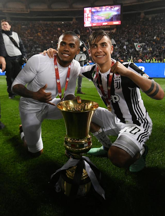 Soccer Football - Coppa Italia Final - Juventus vs AC Milan - Stadio Olimpico, Rome, Italy - May 9, 2018 Juventus' Paulo Dybala and Douglas Costa celebrate with the trophy after winning the Coppa Italia REUTERS/Alberto Lingria