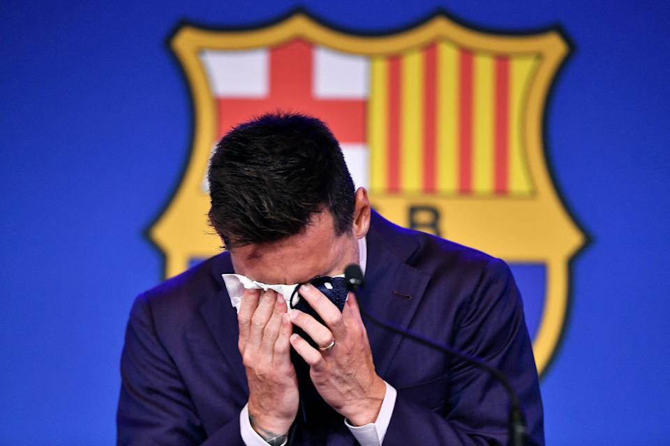 TOPSHOT - Barcelona's Argentine pioneer Lionel Messi cried during a press conference on August 8, 2021 at the Camp Nou Stadium in Barcelona.  On 5 August he signed a multi-year contract with Barcelona but instead, after 788 games, the club announced that he was leaving at the age of 34.