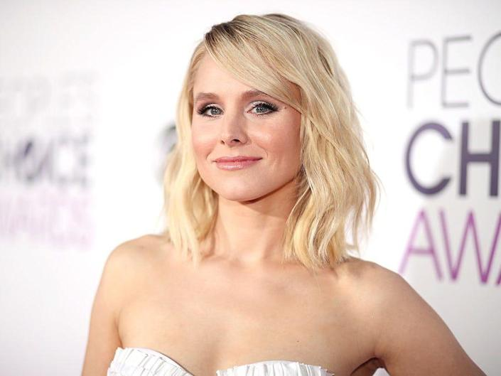 Kristen Bell smiles at the People's Choice Awards.