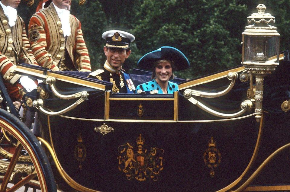 <p>Princess Diana stands out from the crowd in a wide-brimmed blue hat at the 1986 wedding of her brother-in-law Prince Andrew.</p>