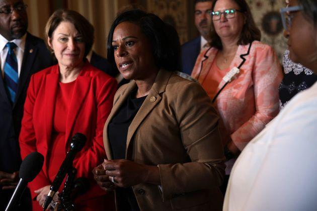Texas state Rep. Nicole Collier (center) speaks to reporters as U.S. Sens. Amy Klobuchar (D-Minn.) and U.S. Sen. Raphael Warnock (D-Ga.) stand to her right after a meeting between the senators and members of the Texas House Democratic Caucus at the U.S. Capitol on Tuesday. (Photo: Alex Wong/Getty Images)