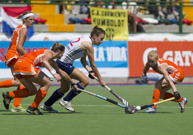 Chloe Rogers, center, from England, battles for the ball with Netherlands' Lidewij Welten, left, and Maartje Goderie during their Women's Champions Trophy field hockey match in Rosario, Argentina, Sunday, Jan. 29, 2012. (AP Photo/Eduardo Di Baia)
