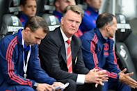 Manchester United's manager Louis van Gaal (C) awaits kick-off of their English Premier League match against Swansea City, at The Liberty Stadium in Swansea, on August 30, 2015 (AFP Photo/Paul Ellis)