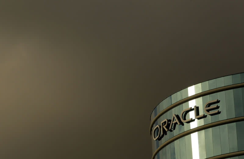 FILE PHOTO: The company logo is shown at the headquarters of Oracle Corporation in Redwood City, California February 2, 2010. Picture taken February 2, 2010. REUTERS/Robert Galbraith