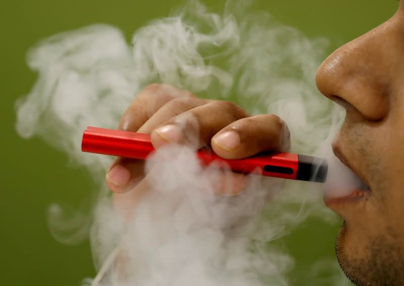 U.S. vaping-related deaths rise to 54, hospitalizations to 2,506