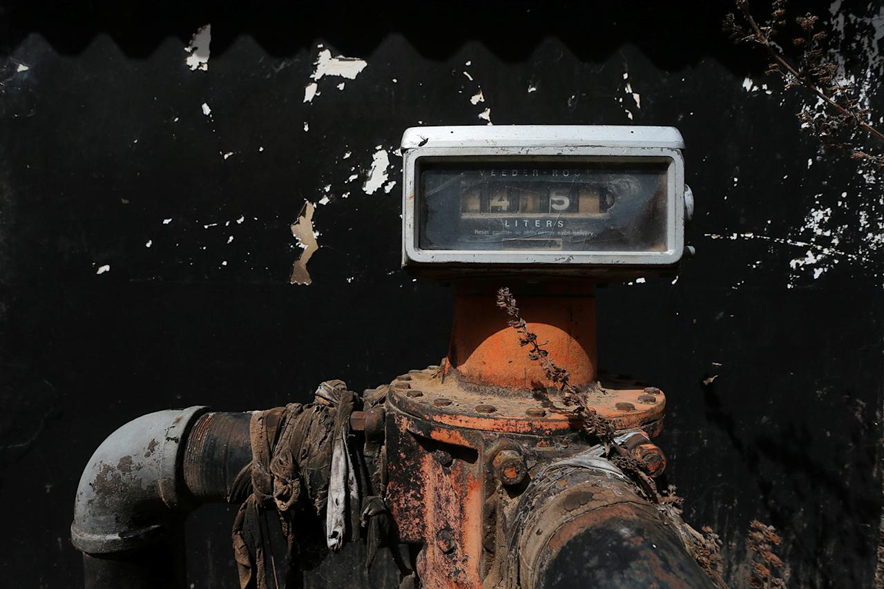 <p>A meter displays a pump reading at a closed-down textile factory in Kaduna, Nigeria, on Nov. 3, 2016. (Photo: Afolabi Sotunde/Reuters) </p>